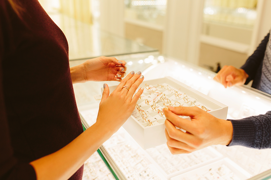 How Do Shoppers Protect Their Investment With Quality Engagement Rings